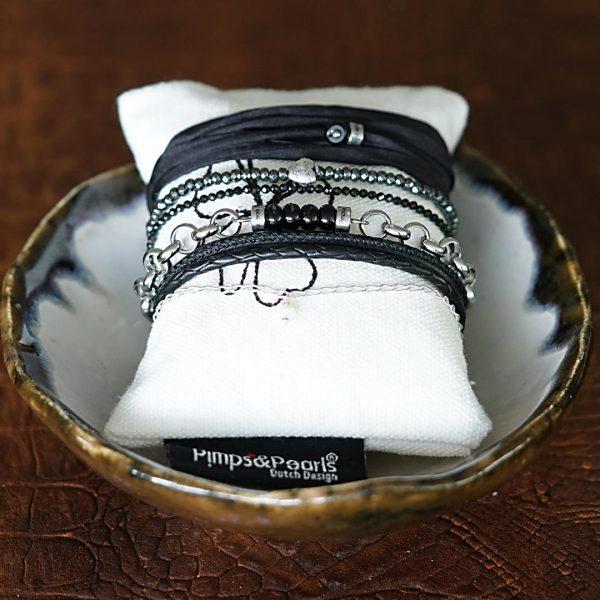 Leder en zilver armbanden van PimpsandPearls in Jewel Bowl van handgemaakte Ceramic