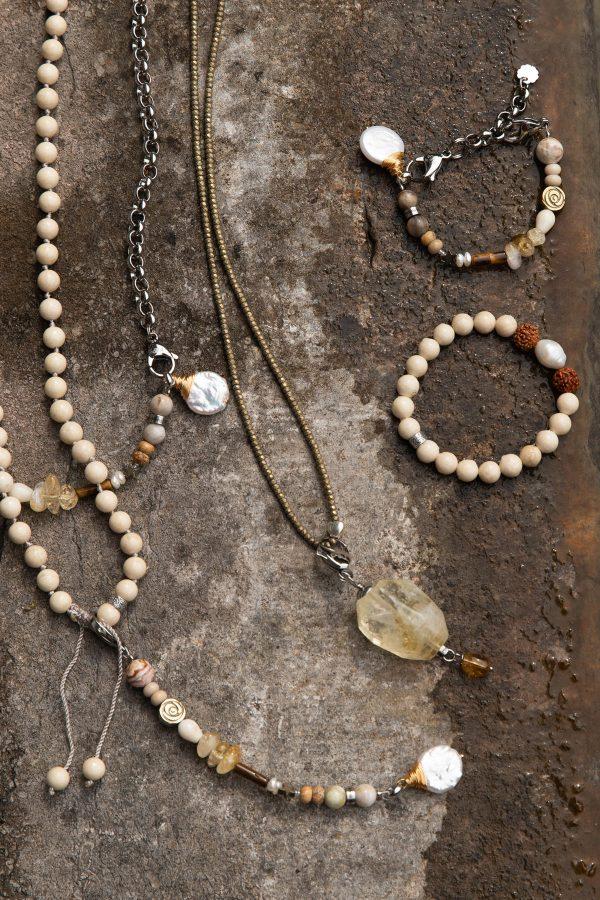Mala collectie armbanden kettingen edelstenen