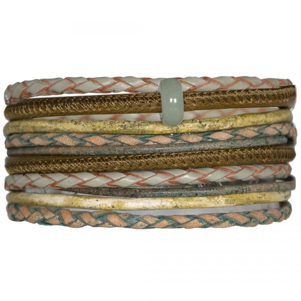 Handgemaakte lederen armband met bedel